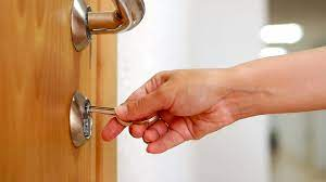 Ways in which you can check the credentials of a locksmith
